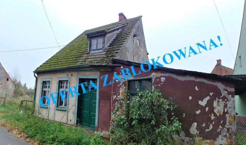 Mały domek, budynki gospodarcze nad Zalewem Szczecińskim